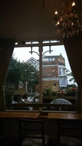 カフェの窓